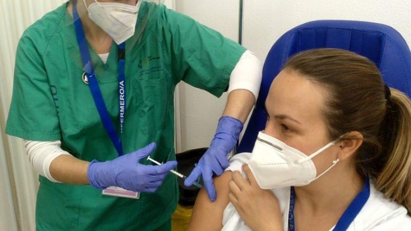 Vacunación de una sanitaria