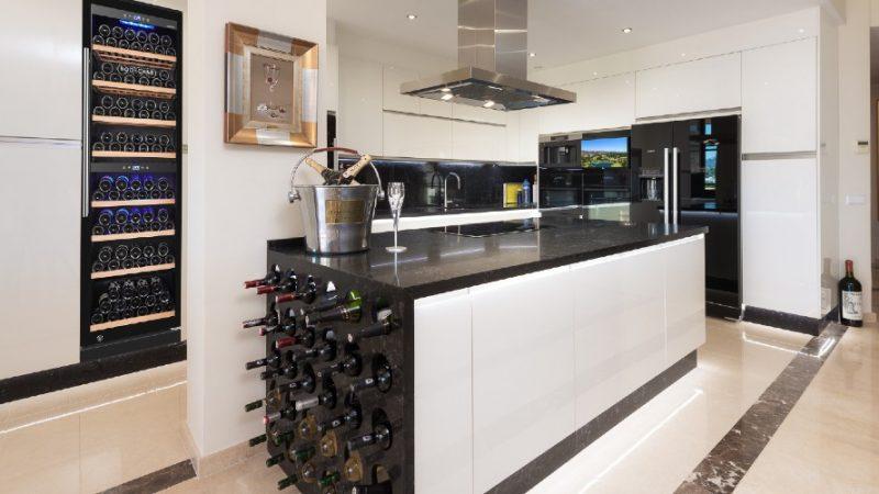 Cocina con vinoteca