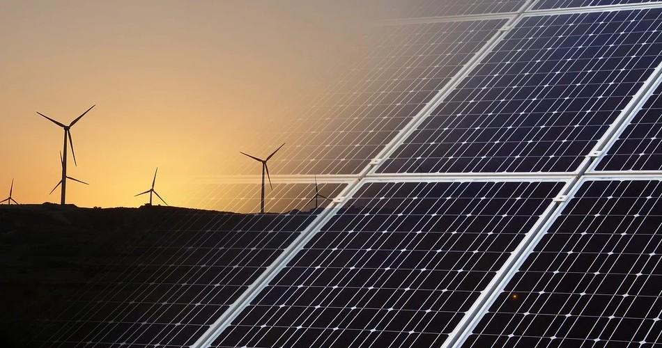 Torres anuncia que Canarias recibirá 466 millones del Gobierno central para impulsar las energías limpias