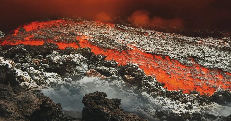 Torres pide a la población que extreme su seguridad por el volcán y agradece la visita del Rey este jueves